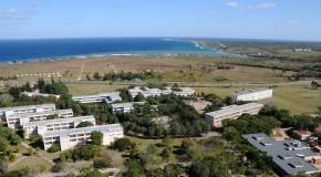 Situada en Vía Blanca, carretera que conecta el polo turístico de Varadero con la Ciudad de La Habana.