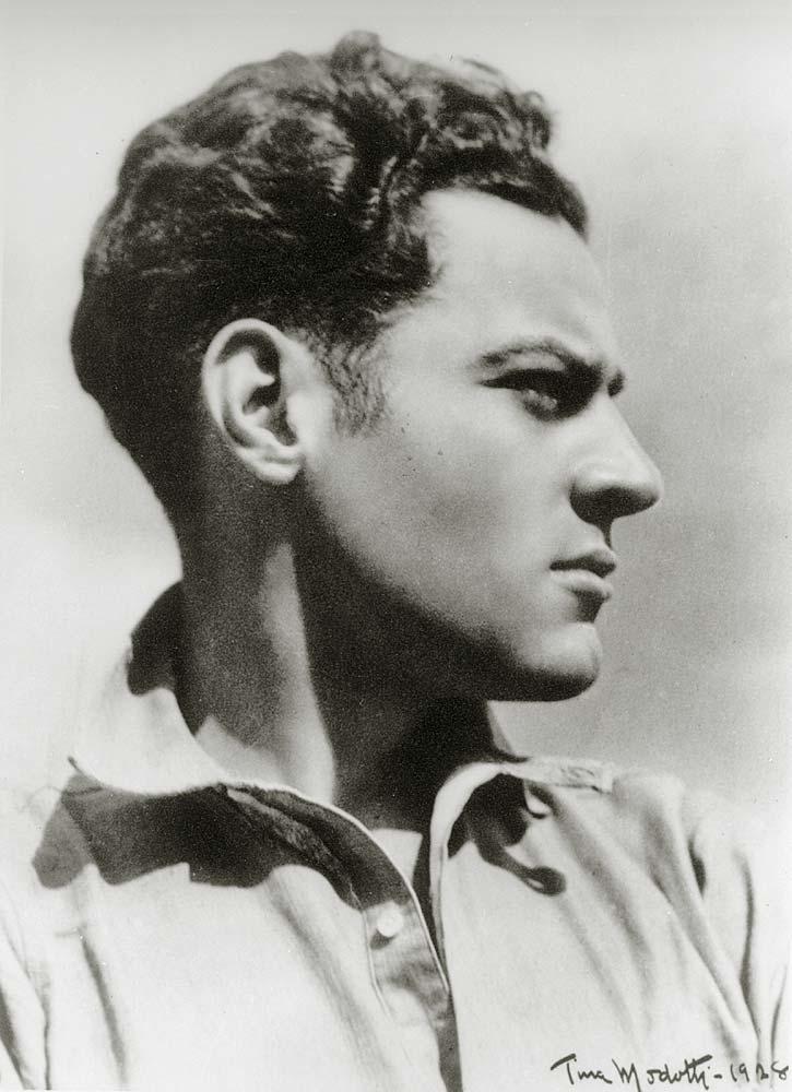 Julio Antonio Mella (25 de marzo de 1903 – 10 de enero de 1929) fue un periodista y revolucionario cubano asesinado en la Ciudad de México. - julio-antonio-mella