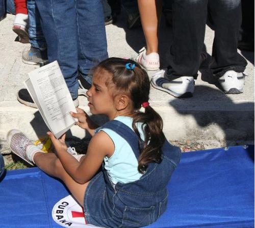 El derecho a una infancia feliz En-la-misa-del-papa-en-la-habana-nic3b1a-seguia-cada-momento1