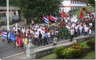 cubano_joven_desfile