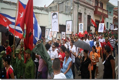jovenes_cubano_marchan