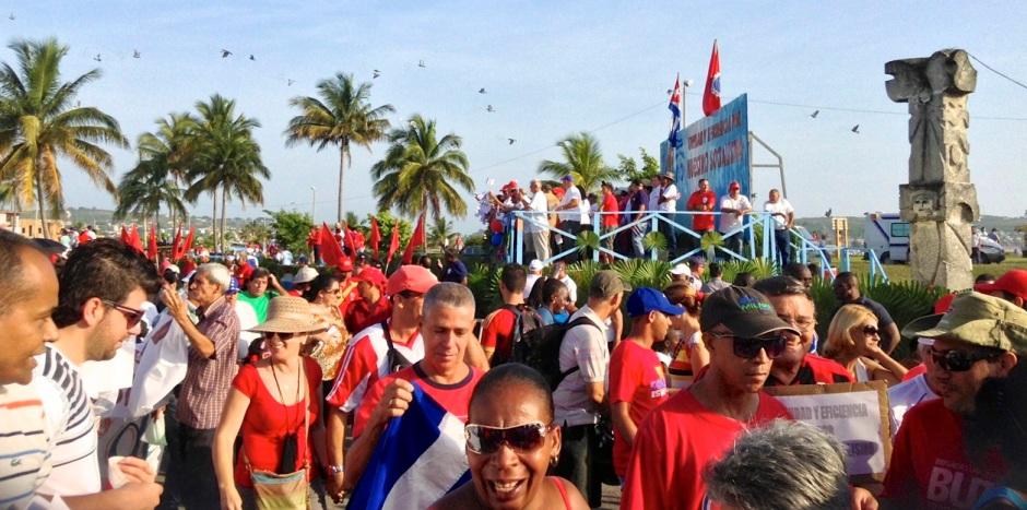 trbajadores cubanos desfile