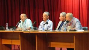 """Panel """"Las ciencias sociales y su reflejo editorial"""", Feria del Libro, La Habana, 19 de febrero, 2014. De izquierda a derecha: Rafael Hernández, Fernando Martínez Heredia, Rolando Rdríguez y Rodolfo Zamora."""