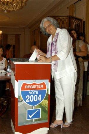Martha Beatriz Roque vota por su presidente.