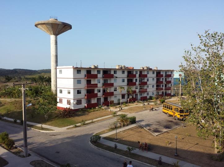 La pintura de los edificios da una nueva imagen al pueblo. Esto forma parte de un programa que se chequea periódicamente por parte del gobierno provincial.
