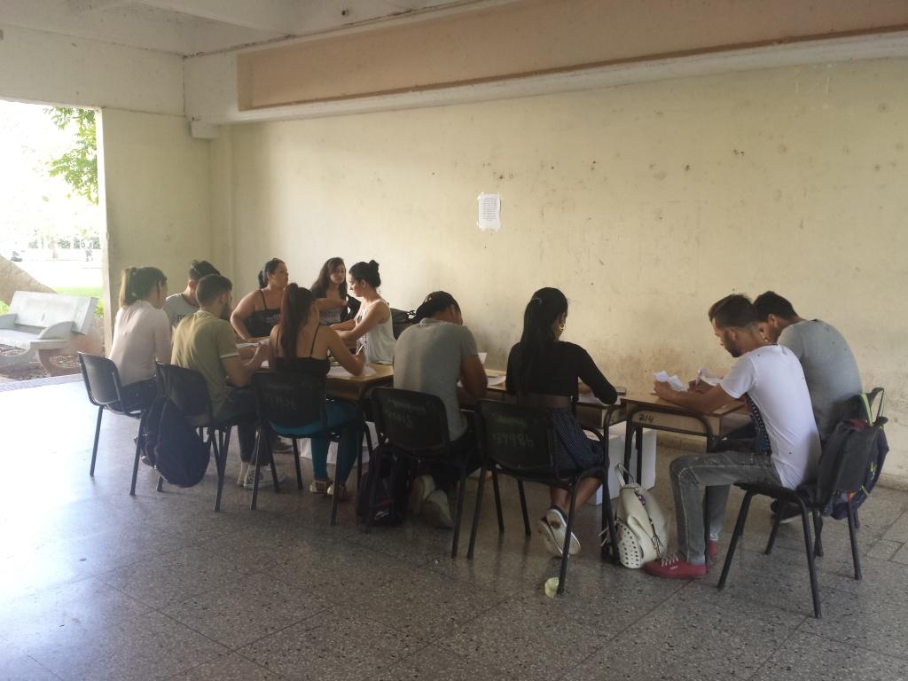 Conteo público de los votos en las elecciones de la FEU. Universidad de Matanzas
